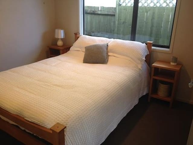 Private room, near new, In a comfy clean home - Tauranga - Bungalow
