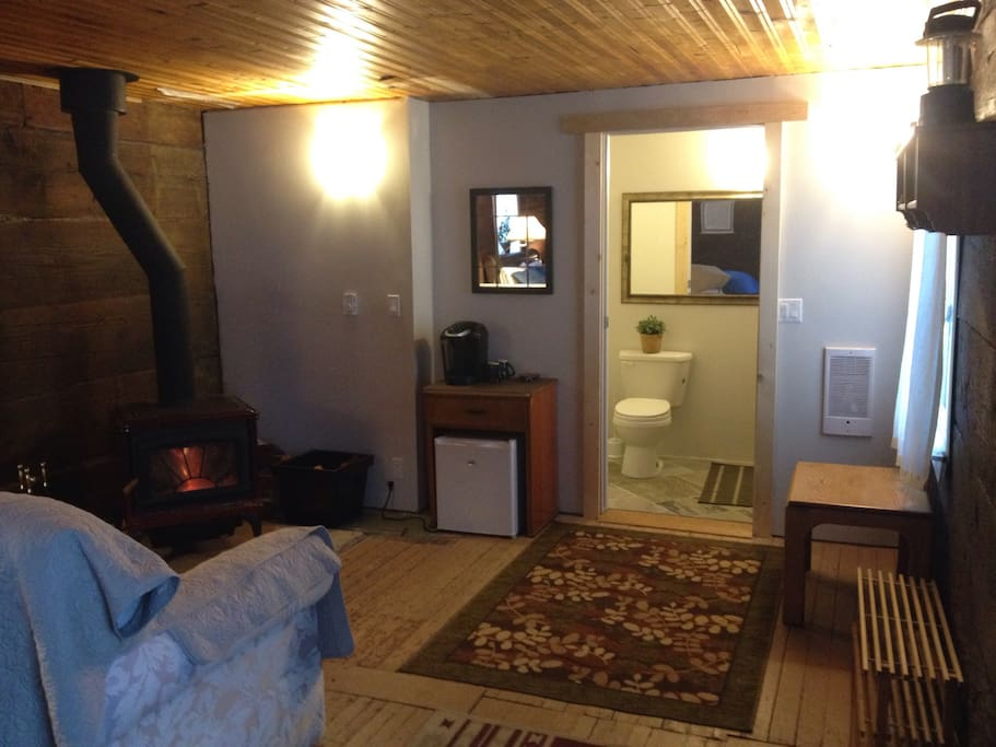 Rustic cabin on rural acreage cottages for rent in for Fernie cabin rentals