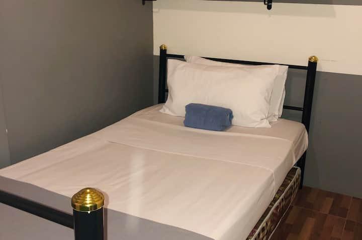 CHEAPEST 14 Night Asok Private Single room +Wifi