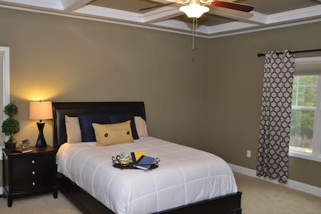 2 Large rooms w/3 Queen beds - Raeford