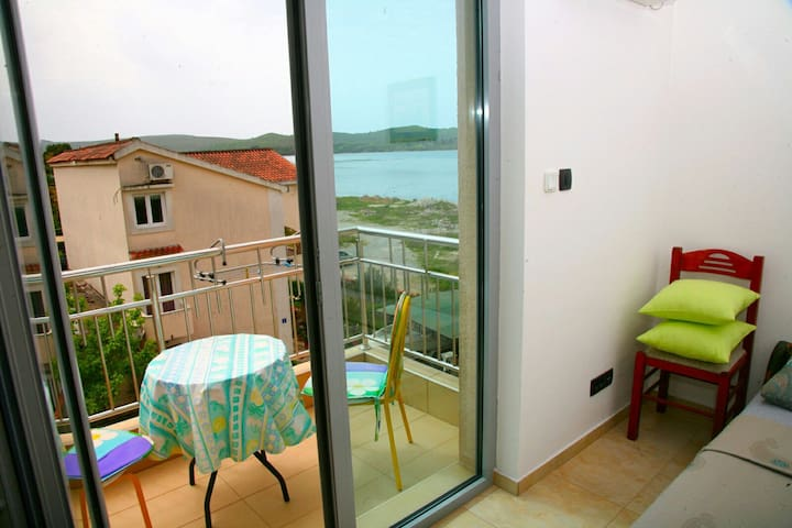 •1•• Double bed waterfront Tivat apartment