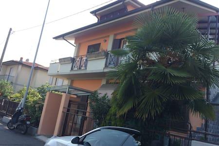 Stanza in villetta a due passi dall'Università - Dalmine - Apartemen