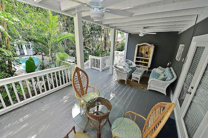 Tropical Apartment with a HUGE Private Porch in a Great Location