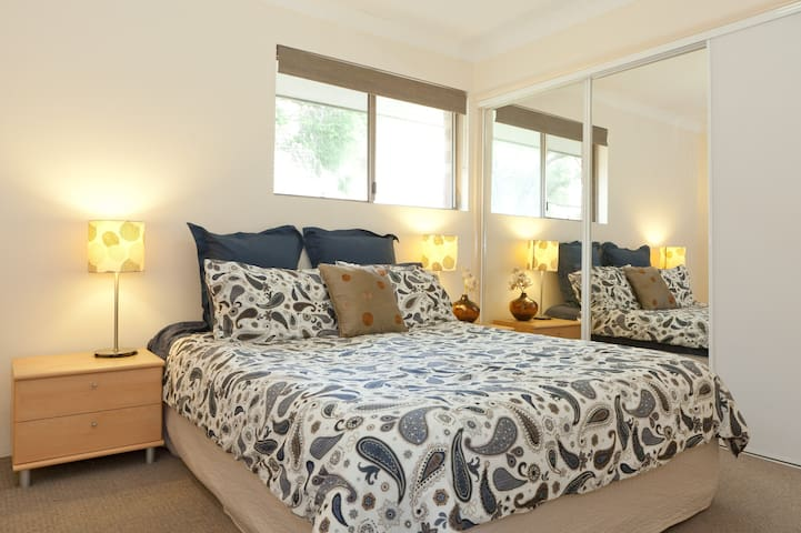Close to Airport/CBD, own bathroom - Clayfield - Apartment