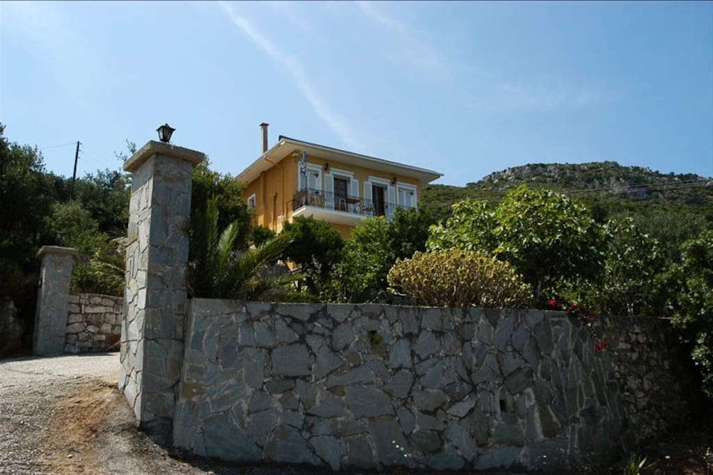 Fully equipped house with fantastic views to mountain and sea
