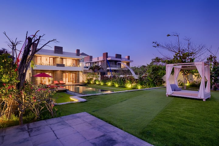 Beachfront villa  with Sunrise point &private pool