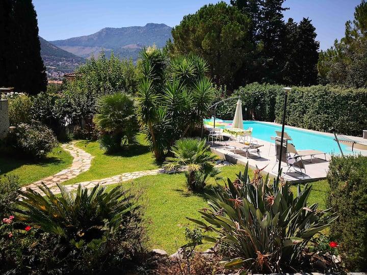 Villa con piscina a Monreale, 3 km da Palermo