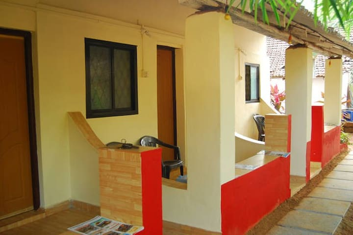 Omkar guest house, 2 beded room. - Anjuna - Casa