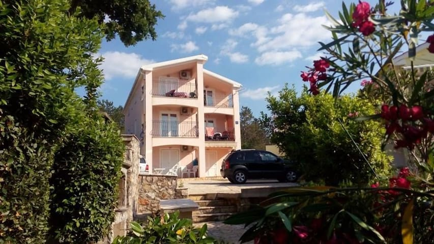 Nice apartment for 2-4 persons directly by the sea