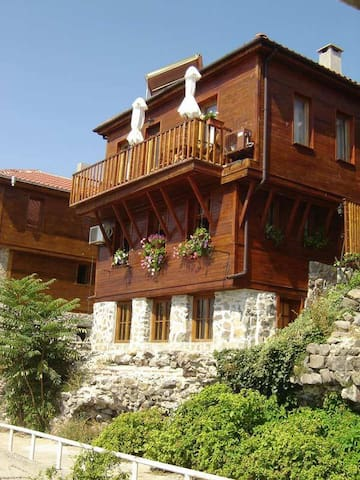 Beach front house in Old Town - Sozopol - Hus