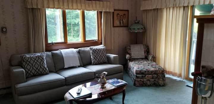 Whisperin' Pines Honeymoon Suite