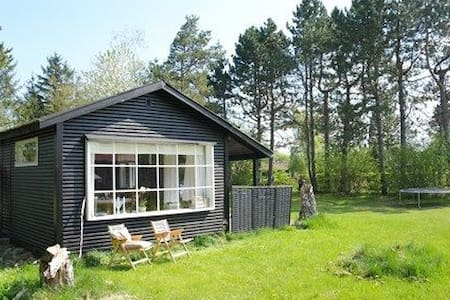 ADORABLE SUMMERHOUSE - Eskebjerg - Stuga