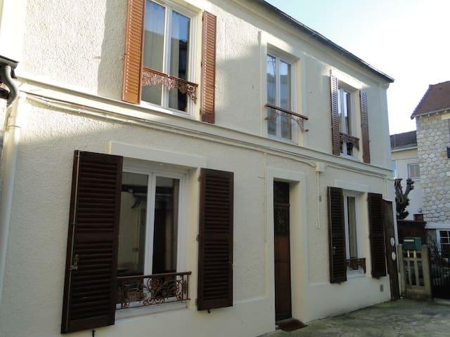 Gite d'Enghien 3 en coeur de ville - Enghien-les-Bains - Casa