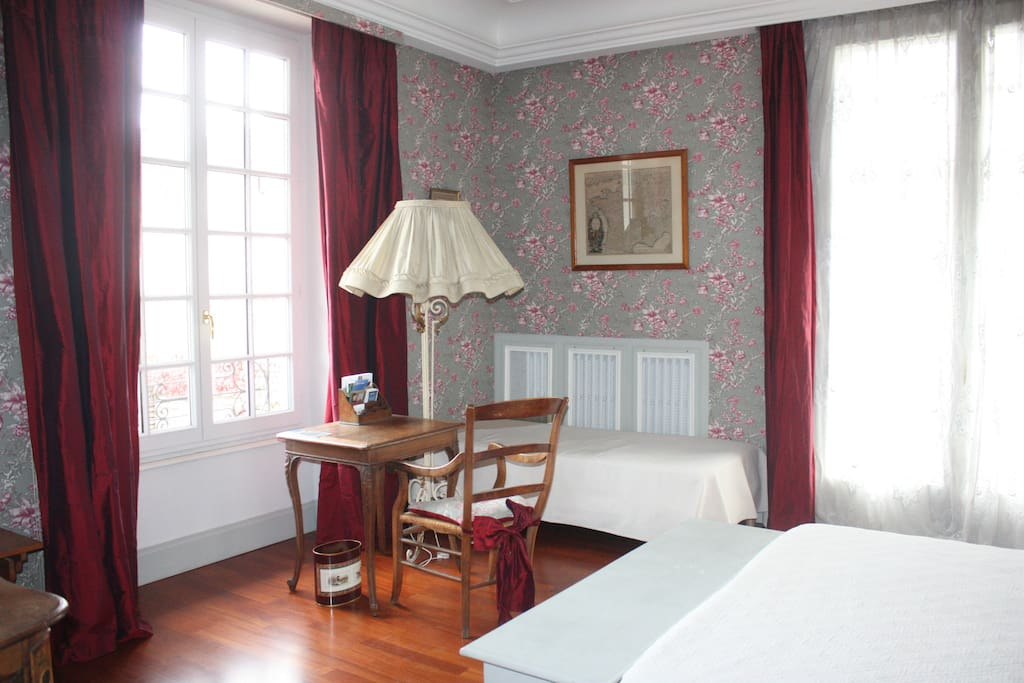 chambre de charme bouzeron chambres d 39 h tes louer beaune bourgogne france. Black Bedroom Furniture Sets. Home Design Ideas