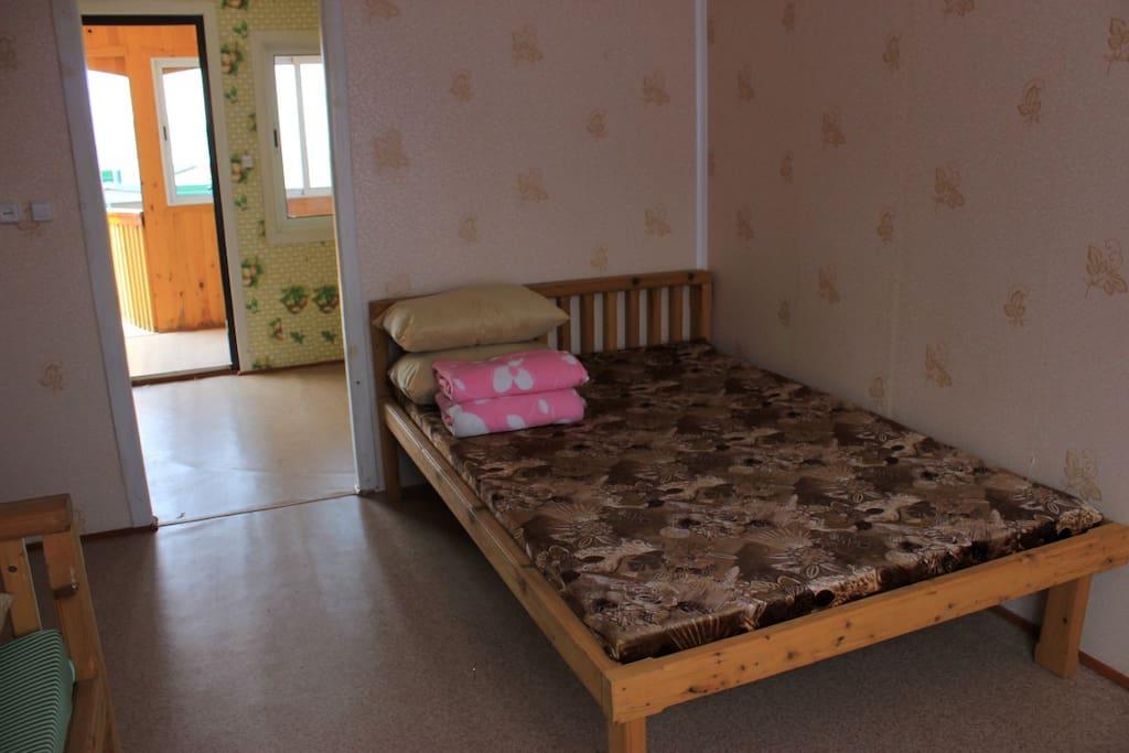 общая площадь стандартного номера 19 кв.м, комфортно для размещения семьи из 4-х человек