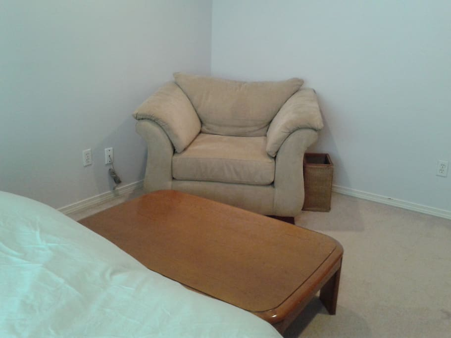 Large easy chair and low table (Japanese kotatsu) for your use.