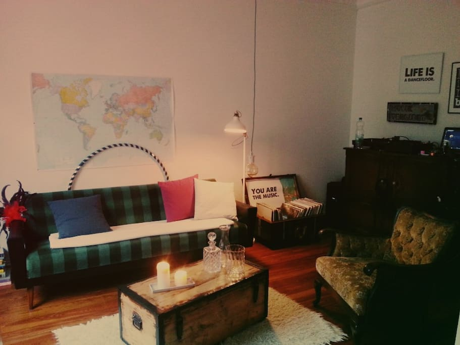 Wohnzimmer - dein Zimmer / Living room - your sleeping room