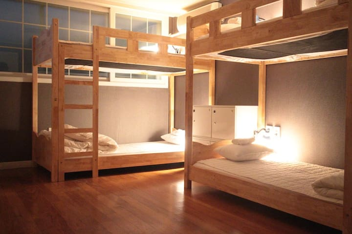 Four bed private dorm (Ensuite) - Gangnam-gu - House