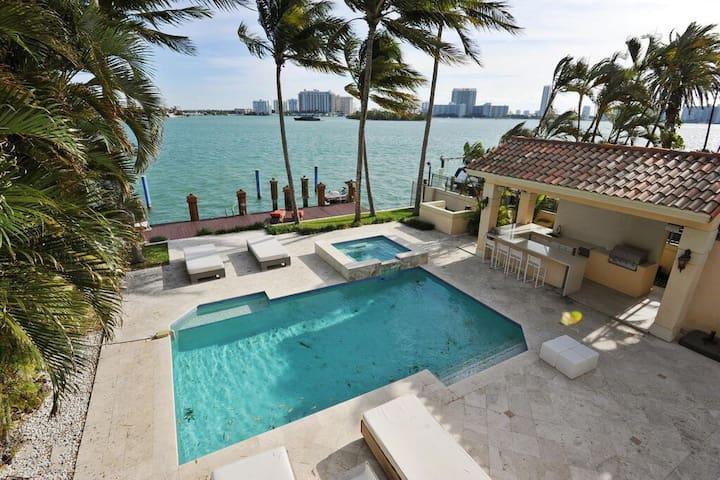 Villa Capri - Miami Beach Villa