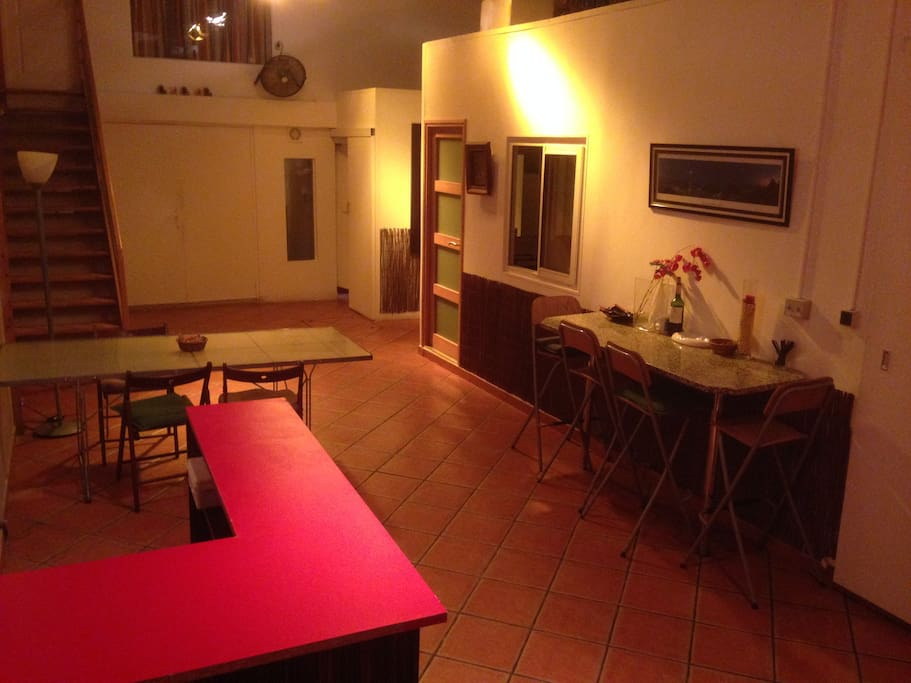 In a huge loft, independant room of 13sqm fully equipped for 2 pers with your own toilets and individual shower. Kitchen to share with other roommate.Internet & heating are included in your rate.