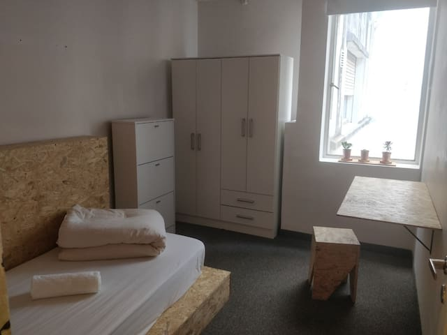 Single Bedroom in Recoleta, Women only