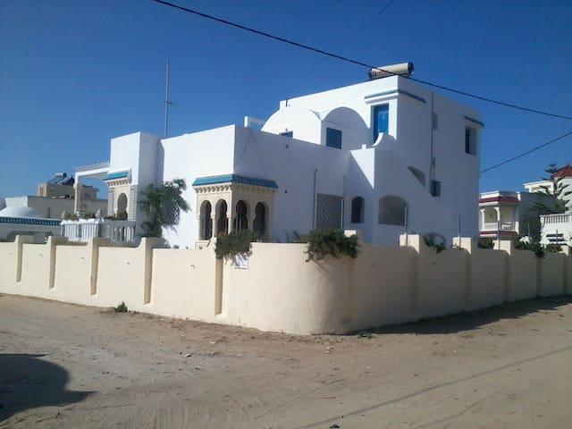 Pied dans l'eau mer et montagne - Soliman plage - Apartment