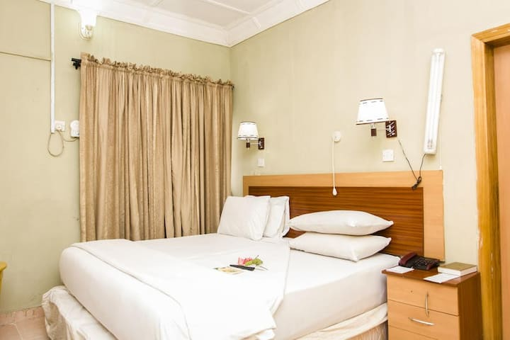 EEMJM HOTELS AND SUITES - Presidential Suite