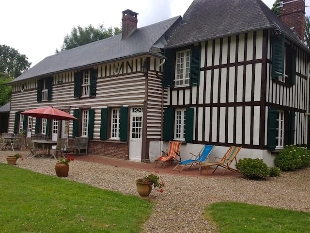 Charming Normandy Home with Pool - Fort-Moville - Casa
