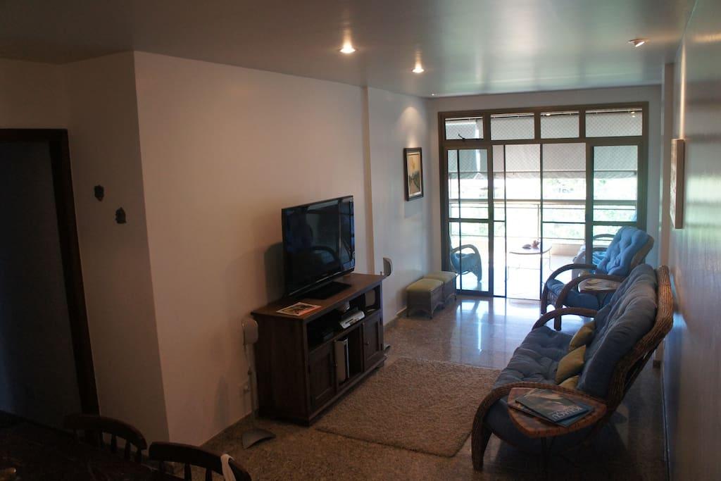 Sala de estar (comunica com a sala de almoço e varanda)