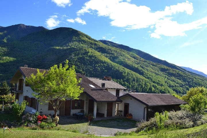 Beautiful house in the mountains 4b - Castelnuovo-combalere - Hus