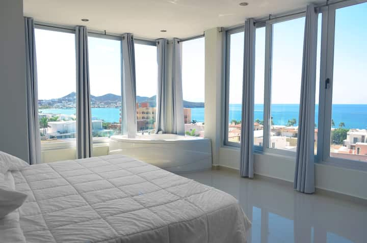 Disfruta las mejores vistas en Suites Rubi  05