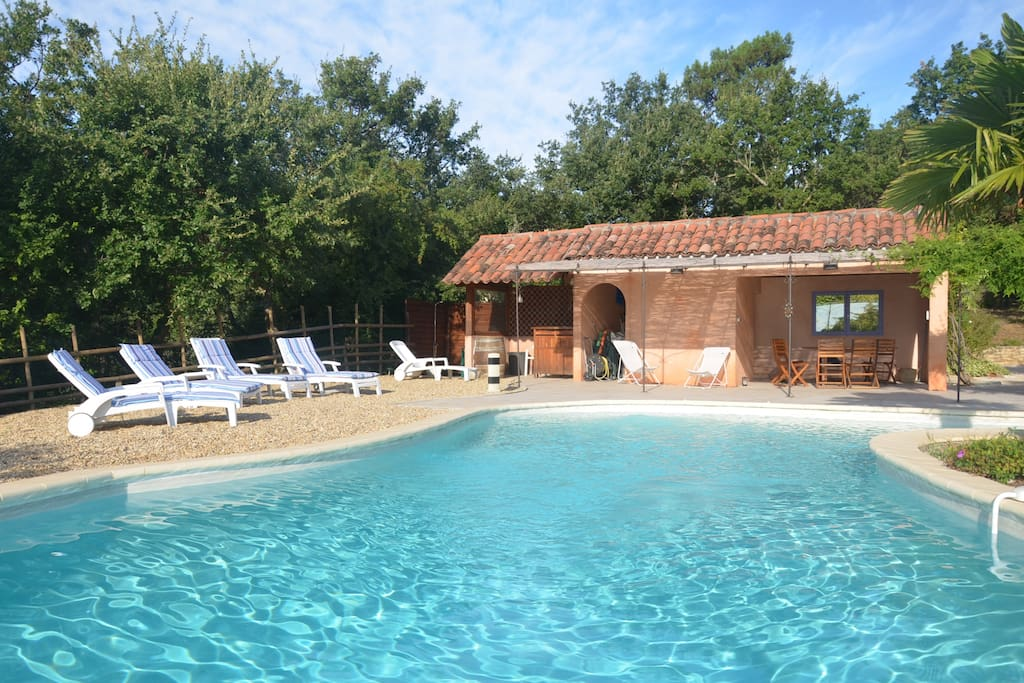 Free form pool and pool house /piscine de forme libre et pool house