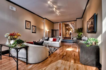 Private Room in Downtown Baltimore - Casa