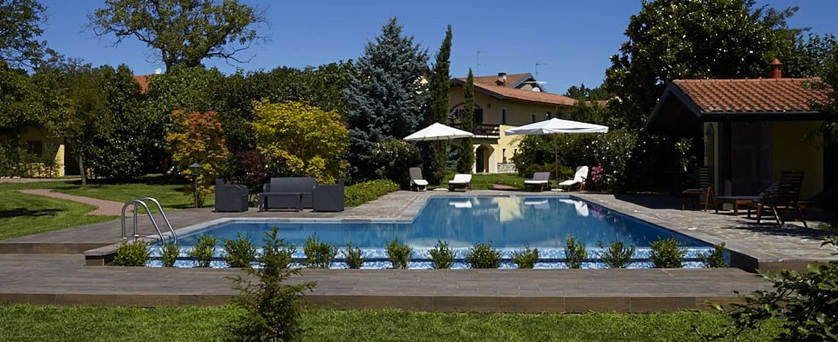 Cascina d'epoca con piscina/tennis - Gagnago/Borgo Ticino - Casa