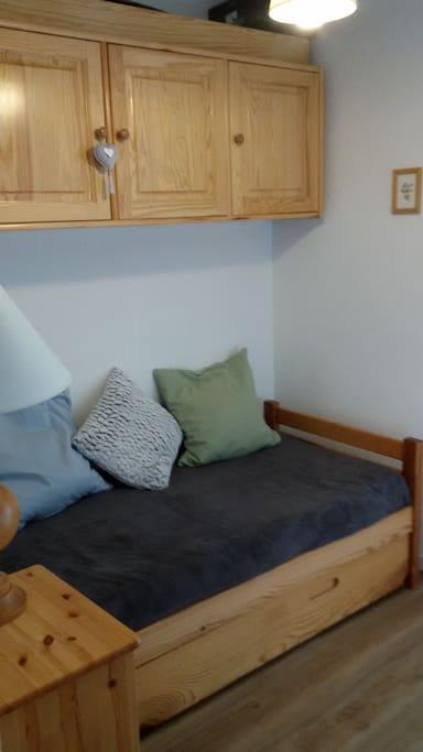 Espace nuit avec lit gigogne ( 2 couchages )