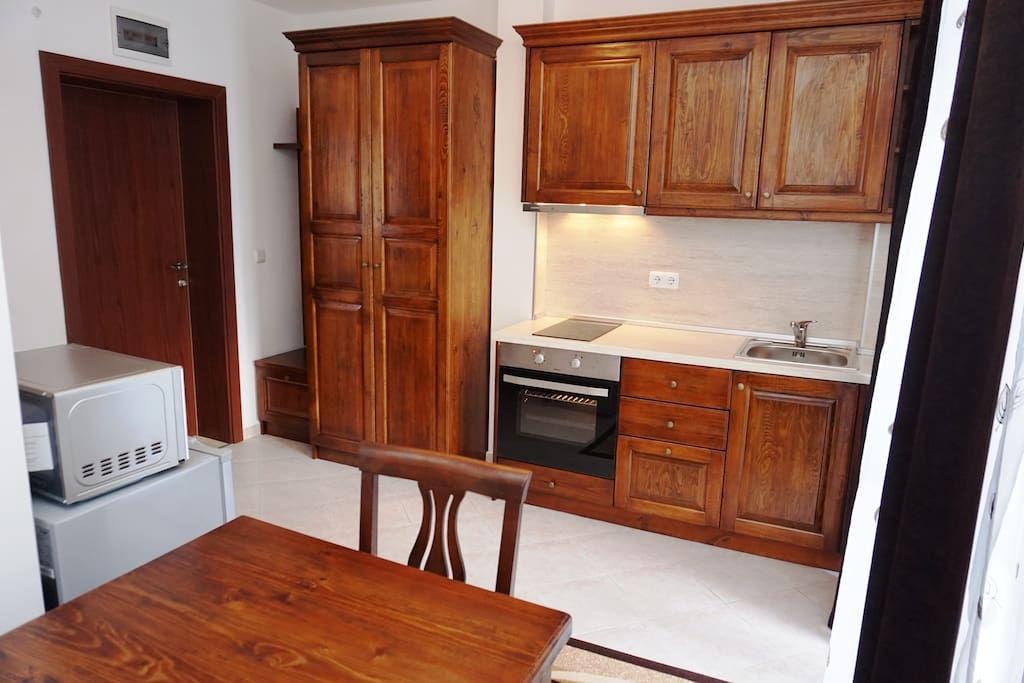 Beautiful fully equipped kitchen.