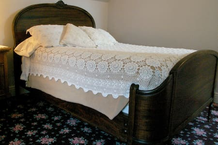 West bedroom with full size bed  | N°5 - Attic Suite at Andor Wenneson Historic inn