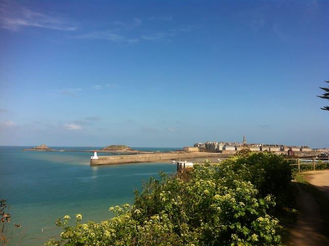 Et pourquoi pas une escapade à St Malo ?