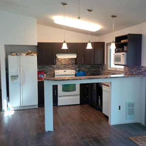 Newly Reno Year Round Beach House - Grand Marais - Huis