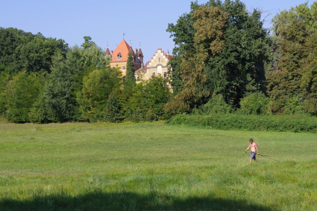 Forest walks through fields, past lakes and castles
