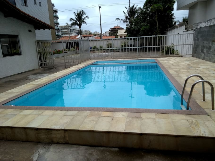 Piscina do prédio.