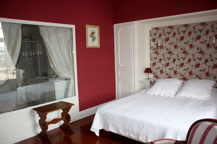 "Chambre de Charme ""Saint-Romain"" - Beaune - Bed & Breakfast"