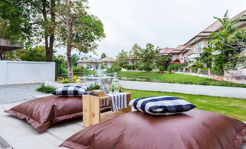 Urban Escape Private Double Room A - Chalong - Bed & Breakfast