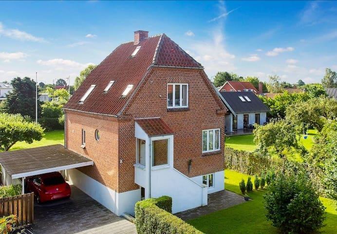 Villa in classic Danish cottage style