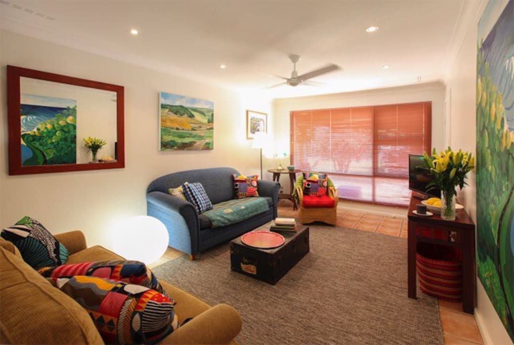 Stylish and comfy furnishings adorn this beach side villa close to the jetty and the centre of Busselton