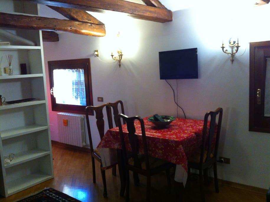 Splendido monolocale mansardato appartamenti in affitto for Monolocale a venezia