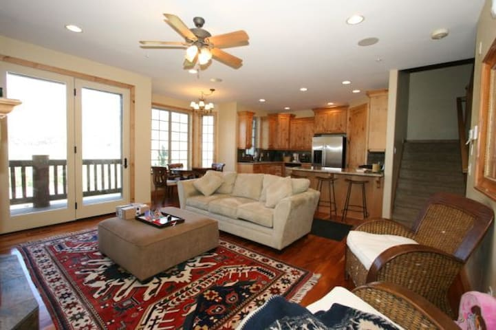 Comfortable family room/ dining room/ open kitchen