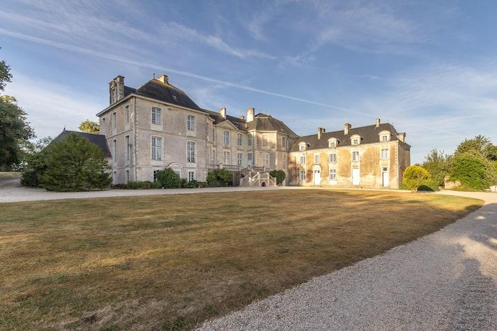 Château de la Rousselière-Chambre de la Marquise