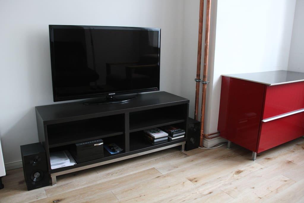 Entertainment: TV,DVD,iPhone,CD,Radio...