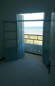 Spacious Seaview Apartment - Cherchell - Apartemen